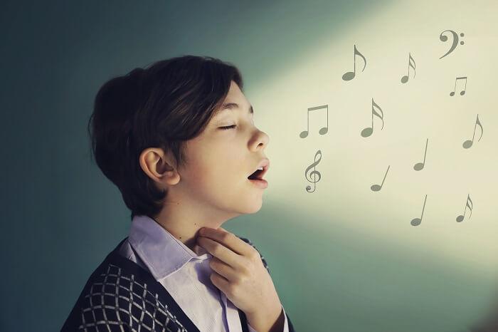 Q:教室に通えばすぐに歌が上手くなりますか?
