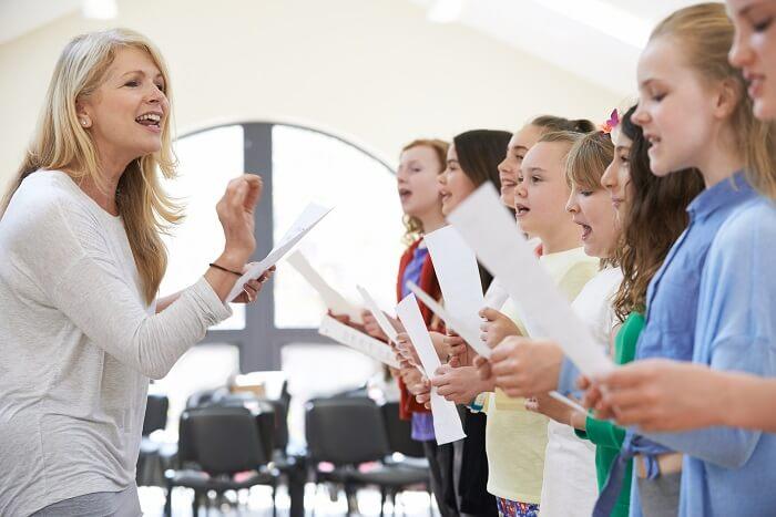3.実績と信頼のある講師がいるボイトレ教室を選ぶ