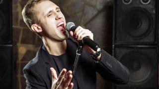 男性がカラオケで歌いやすい曲ベスト10!声の高さに合わせておすすめの曲も紹介